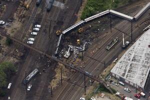 12 de mayo | Descarrilamiento. Un tren descarrila en Filadelfia (EU.) causando 8 muertos y 200 heridos.