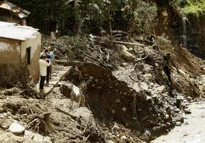 18 de mayo | Avalancha. Una avalancha por las lluvias deja 94 muertos en Colombia.