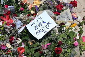 26 de junio | Atentados. En Francia, Kuwait, Siria, Somalía y Túnez, múltiples ataques terroristas dejan más de 130 muertos.