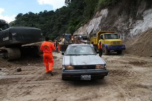 1 de octubre | Alud. Un alud en Santa Catarina Pinula, causa  273 fallecidos y más de 250 desaparecidos.