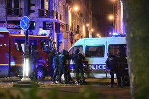 13 de noviembre | Atentados. Una serie de atentados terroristas en diferentes partes de la ciudad de París dejan  un total de 153 personas muertas. La organización terrorista Estado Islámico se adjudica su autoría.