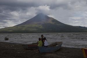 1 de diciembre | Erupción. En Nicaragua entra en actividad eruptiva el volcán Momotombo después de 110 años de inactividad.