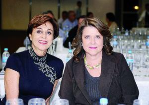 19122015 AMIGAS.  Beatriz Muñoz y Susana González.