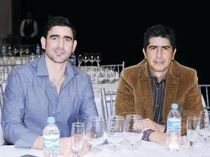 19122015 CATA DE VINOS.  Carlos y Marcelo.