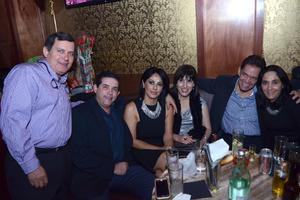 21122015 SE DIVIERTEN.  Alfonso, Pedro, Betty, Liliana, José Luis y Marcela.
