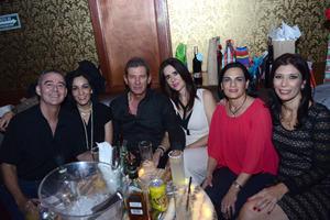 21122015 ENTRE AMIGOS.  Ernesto, Sofía, Jesús, Leonor, Lucero y Olivia.