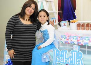 20122015 CUMPLE SIETE AñOS.  Isabella acompañada de su mamá, Martha Rangel López.