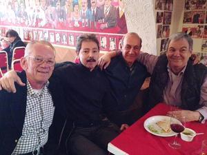 20122015 ENTRE AMIGOS.  Guayo Saade, Luis Monroy, Armando Sicsik y Fernando Llama en la reunión anual de Navidad de La Banda de los 60.