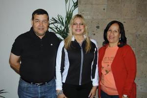 20122015 POSAN PARA LA FOTO.  Pastor Anchondo, Wandita Tirado y Susy Godoy.