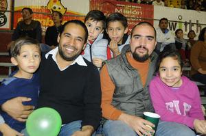 22122015 Carlos, Mike, Carlos, Miguel y Valeria.