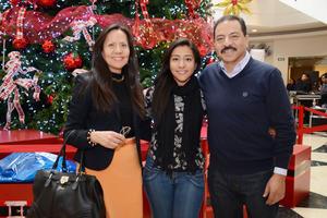 22122015 Betty, Mónica y Gerardo.