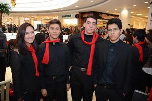 22122015 Linda, Luis, Manuel y Ramón.
