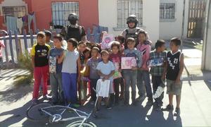 Elementos del Grupo de Armas Tácticas y Especiales (GATES) de Torreón realizaron un recorrido por varias colonias de bajos recursos económicos.