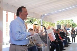 Meade señaló que se tiene que seguir luchando para combatir la pobreza extrema en el país.