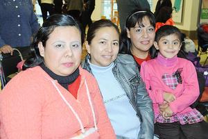 23122015 María Concepción, Claudia, Gaby y Paola.