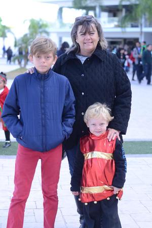 23122015 EN FAMILIA.  Carlos, Magaly y Francisco.