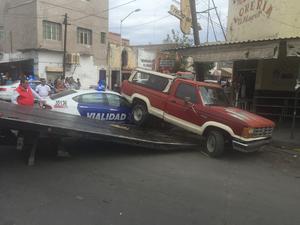 Fueron cerradas las calles Acuña y Blanco para retirar los vehículos.