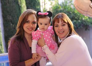 Con sus abuelitas, Beatriz Mijares e Ileana Castro