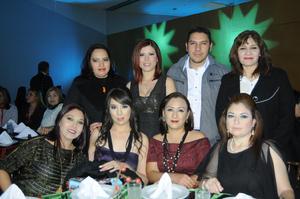 Andrea, Lily, Sandra, Verónica, Karla, Elena, Mayra y Flavio