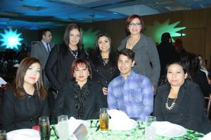 Karla, Brenda, Paloma, Elizabeth, Gloria, Raymundo y Claudia