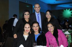 Nancy Martínez Terrazas, Leticia Castro, Cinthya Domínguez, Katha Galvez, Wendy Trejo y José Luis Pohls