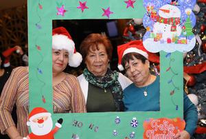 25122015 María Elena, Betty y Karina.