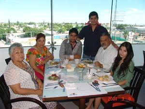 25122015 Jesús Ignacio, Jesús, Patricia, Claudia, Isidra y Aarón.