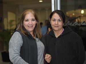 28122015 EN RECIENTE EVENTO.  Martha y Flor.