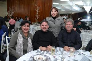 29122015 Cecy, Ángeles, Armando y Gilberto.