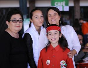 24122015 CONVIVEN.  Beatriz, Sofía, Salma y Silvia.