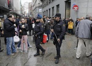 El otro lado de la moneda se encuentra en países como España, donde la seguridad fue fuerte desde las primeras horas del día.
