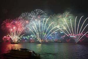 En la bahía Victoria de de Hong Kong, China, se celebró la llegada del nuevo año.