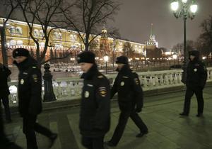 Agentes de policía fueron desplegados en Rusia para cuidar de los civiles.