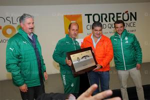 También fue reconocido el cuerpo técnico de ambas escuadras.