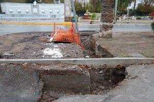 El director de Obras Públicas, Gerardo Berlanga Gotés justificó bajo el argumento de que los trabajos todavía no terminan y en los puntos colapsados falta la colocación de tubería.