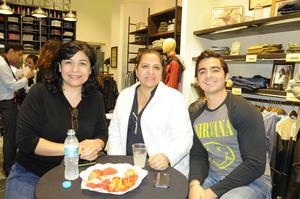 04012016 ASISTEN A APERTURA.  Laura, Rosario y Javier.