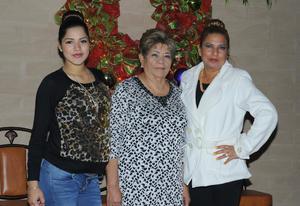 03012016 FESTEJA SU CUMPLEAñOS.  Concepción Guerrero Solís acompañada de Joana Guadalupe y Guadalupe Delgado.