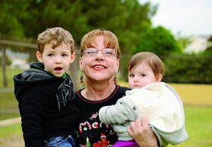 03012016 LINDA POSTAL.  Lourdes con Iker y Renata.