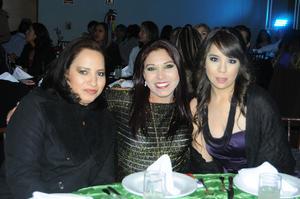 03012016 ELEGANTE FESTEJO.  Marielena, Karla y Mayra.