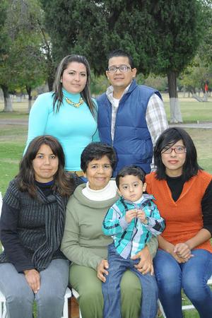 02012016 Familia Esquivias Adame.