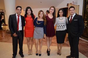 02012016 EN EL TEATRO.  Édgar, Melissa, Brenda, Magaly, Mónica y Manuel.