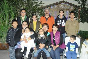 04012016 FESTEJO DECEMBRINO.  La Familia Mijares celebró su tradicional posada.