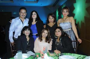 04012016 FESTEJAN.  Ma. Isabel, Fabiola, Sonia, Ma. de la Cruz, Mireya, Mariana y Miguel Ángel.