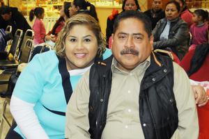04012016 EN EL MALL.  Nancy y Candelario Acosta.