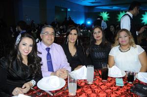 07012016 EN RECIENTE FESTEJO.  Daniela, Carlos, Paty, Carmen e Ivonne.