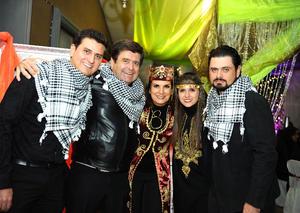 Acompañada de su esposo, Ricardo, y sus hijos Rodolfo, Zaira y Ricardo