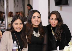 Thalía, Paola y Ana