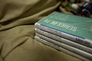 En el lugar se encontraron cuatro DVDs de la serie La reina del sur, protagonizada por Kate del Castillo.
