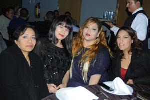 09012016 EN FESTEJO.  Joana, Anabel, Lucy y Doris.