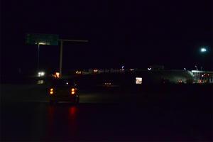 El Puente Villa Florida está totalmente a oscuras en la parte superior. No hay postería y ni en laterales.